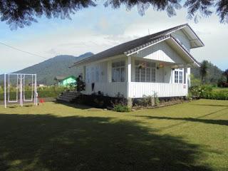 villa putih villa mungil di lembang