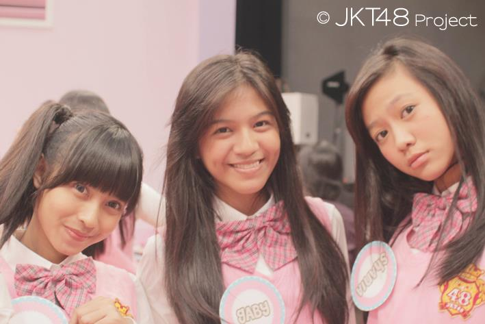 Rica JKT48 , Gaby JKT48 dan Shania JKT48 pada JKT48 edisi 5