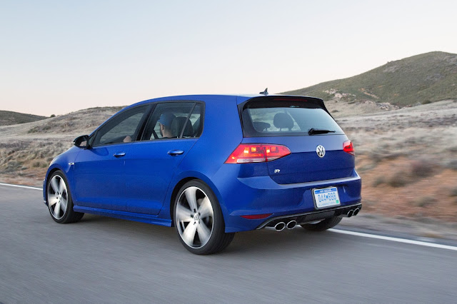 Rear 3/4 view of 2015 Volkswagen Golf R