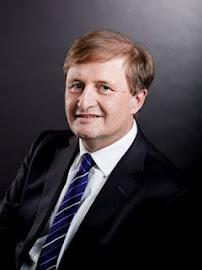 Helga König im Gespräch mit Prof. Dr. Arnold Weissmann