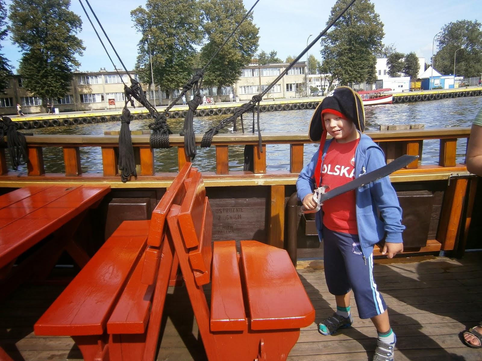 Na statku pirackim