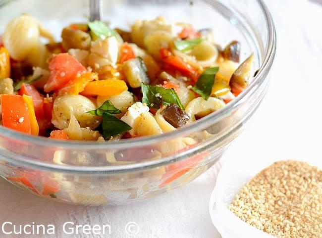 insalata di pasta con melanzane e peperoni