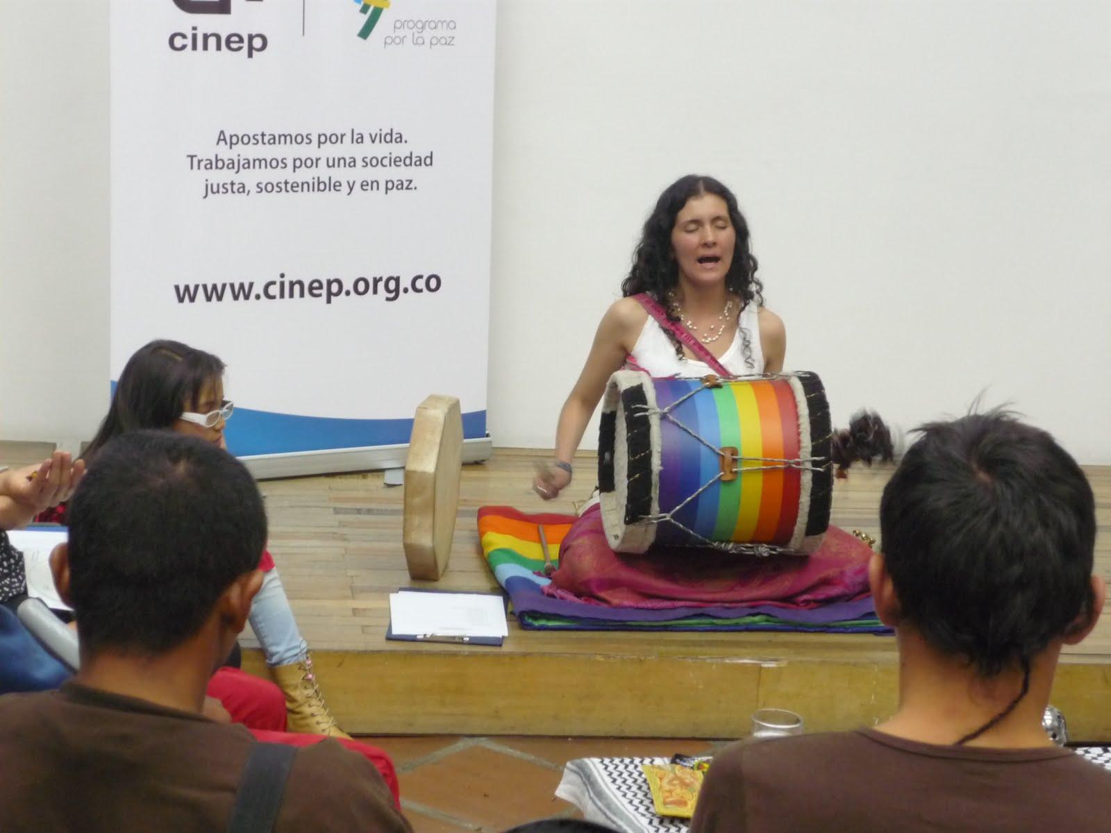 Cantos Chamánicos de Juliana Colibrí en el Cinep