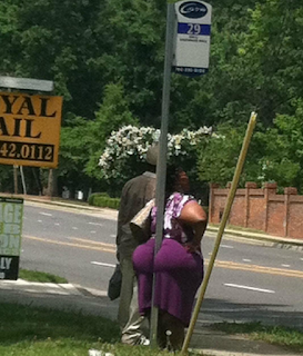 funny picture: american fat buttocks between the pole