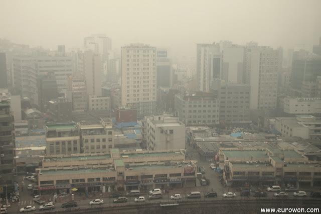 Seúl cubierto por hwangsa, el polvo amarillo proveniente de China