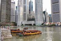 raffles landing site, patung sir thomas raffles, pendiri singapore, tempat wisata di singapore, jalan-jalan di singapore, singapura, wisata sejarah, sungai singapura, naik perahu