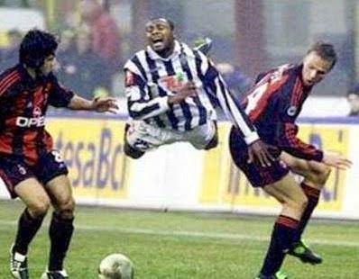smešne slike: leteći fudbaler