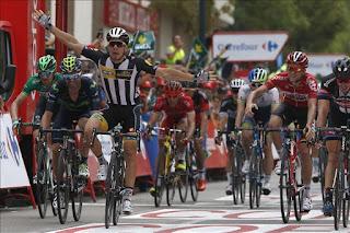 CICLISMO - El italiano Kristian Sbaragli ganó la décima etapa de la Vuelta a España. El holandés Tom Dumoulin (Giant) mantuvo la camiseta roja