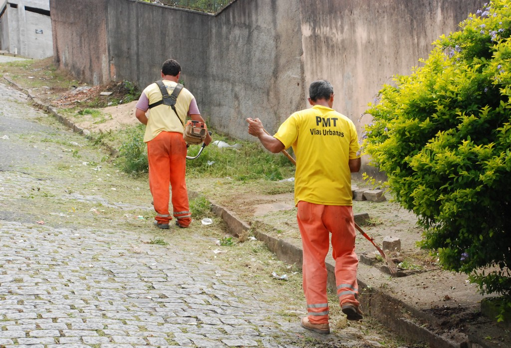 Secretaria de Obras trabalha em galerias do Rosário e Jardim Serrano