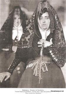 Candelaria con trje de misa en Candelario Salamanca años 30