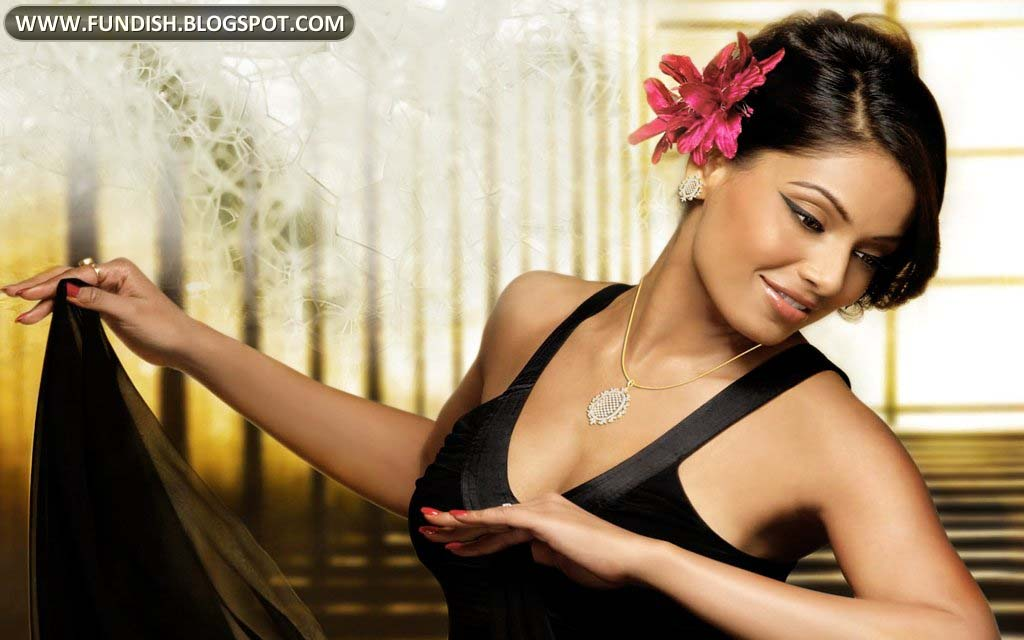 More Heroine Bipasha Basu Hot Wallpapers Images S