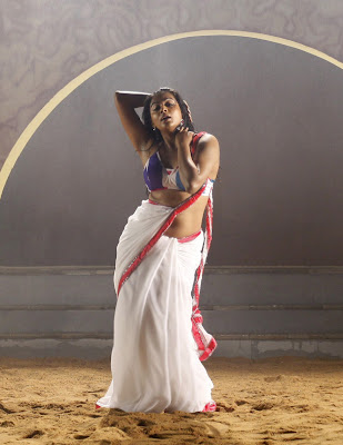 priyamani hot navel show in saree images