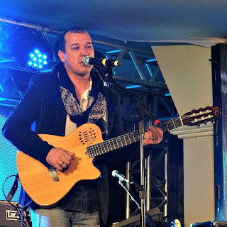 Marlon Dreher canta na Festa Nacional da Música de 2015.