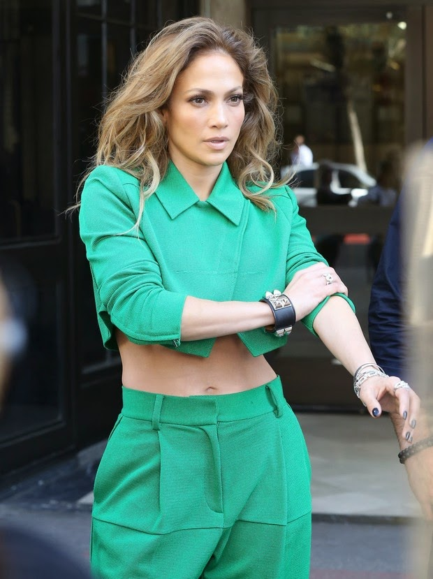 Jennifer Lopez showed off her good form using a monochromatic look