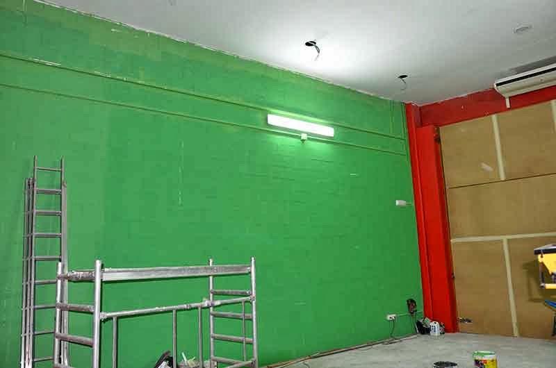 Berok graffiti mural profesional en barcelona decoraci n - Paredes verde pistacho ...
