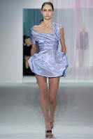 къса рокля с едно рамо