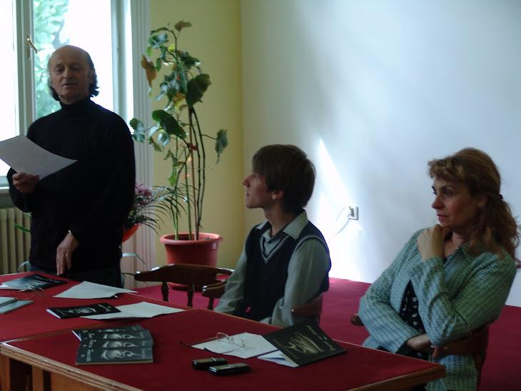 De vorbă cu Poezia... 4 Mai 2011- Soeme cu statui- un tânăr poet...