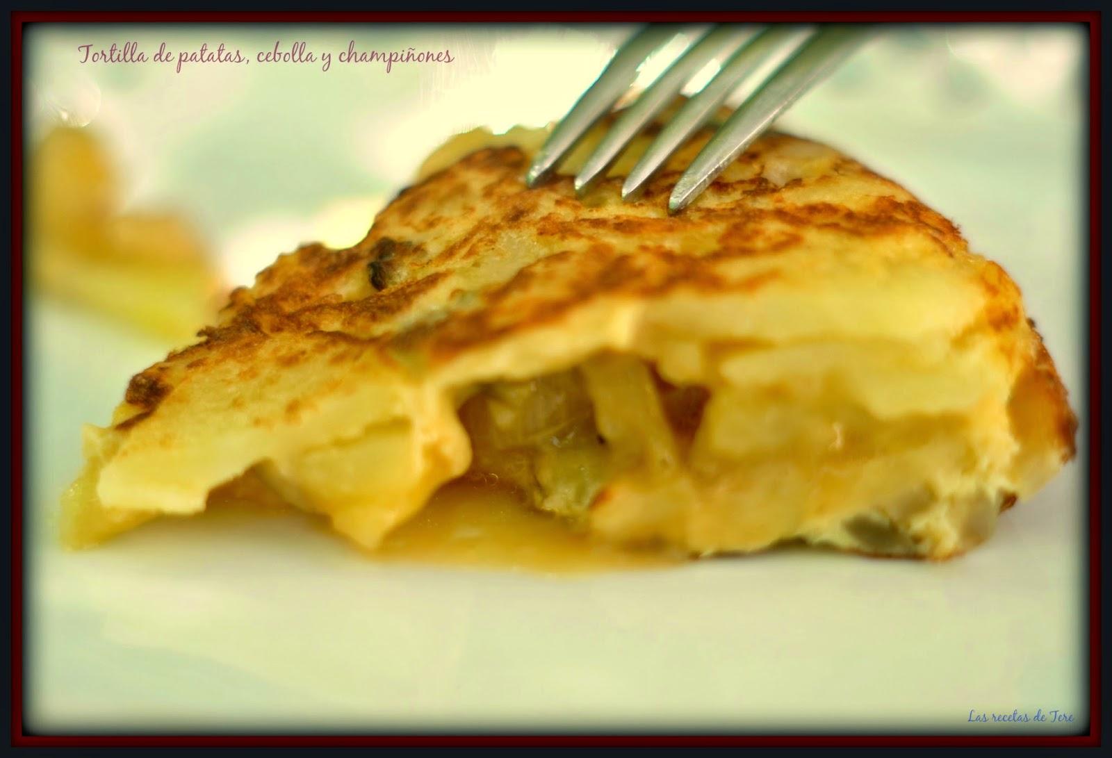 Tortilla de patatas, cebolla y champiñones 01