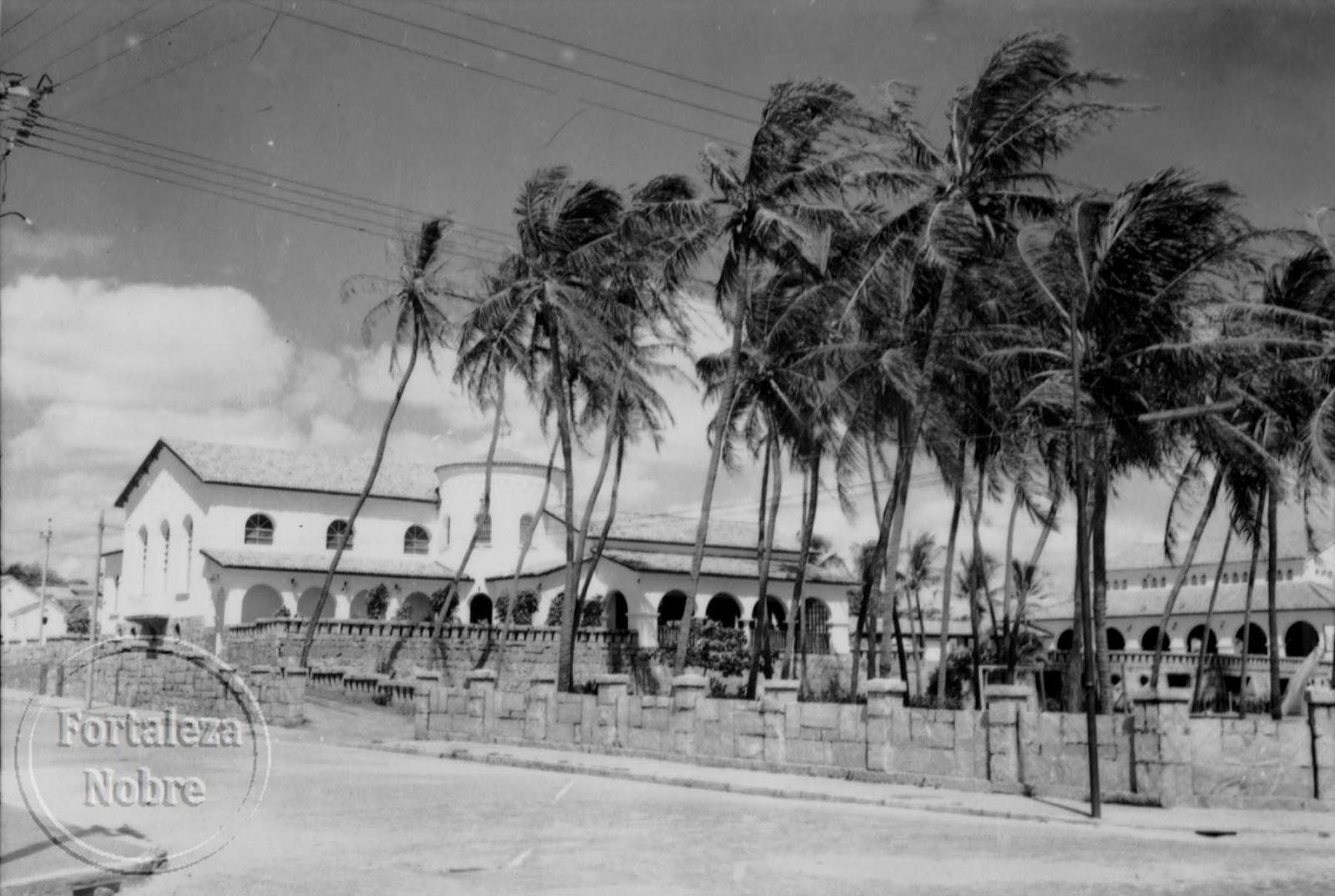 #646269 Fortaleza Nobre Resgatando a Fortaleza antiga : Avenida Monsenhor  126 Janelas De Vidro Fortaleza