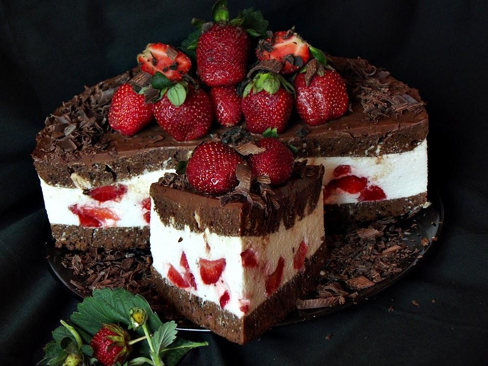 http://www.caietulcuretete.com/2013/05/tort-cu-ciocolata-mascarpone-si-capsuni.html