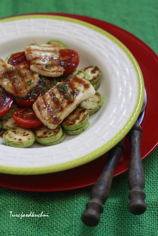 Grilowane warzywa z serem hellim/halloumi