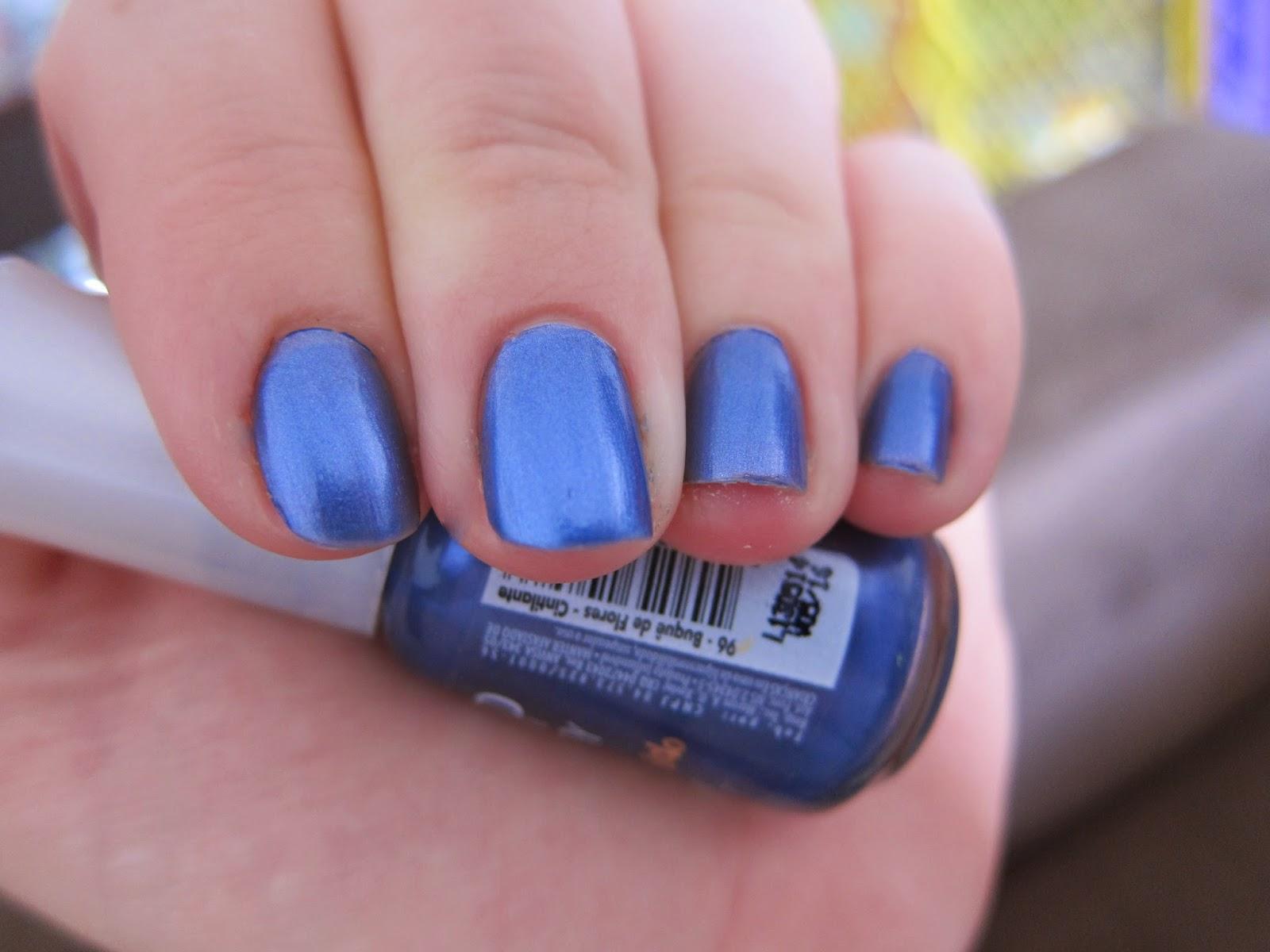 azul metalico para as unhas
