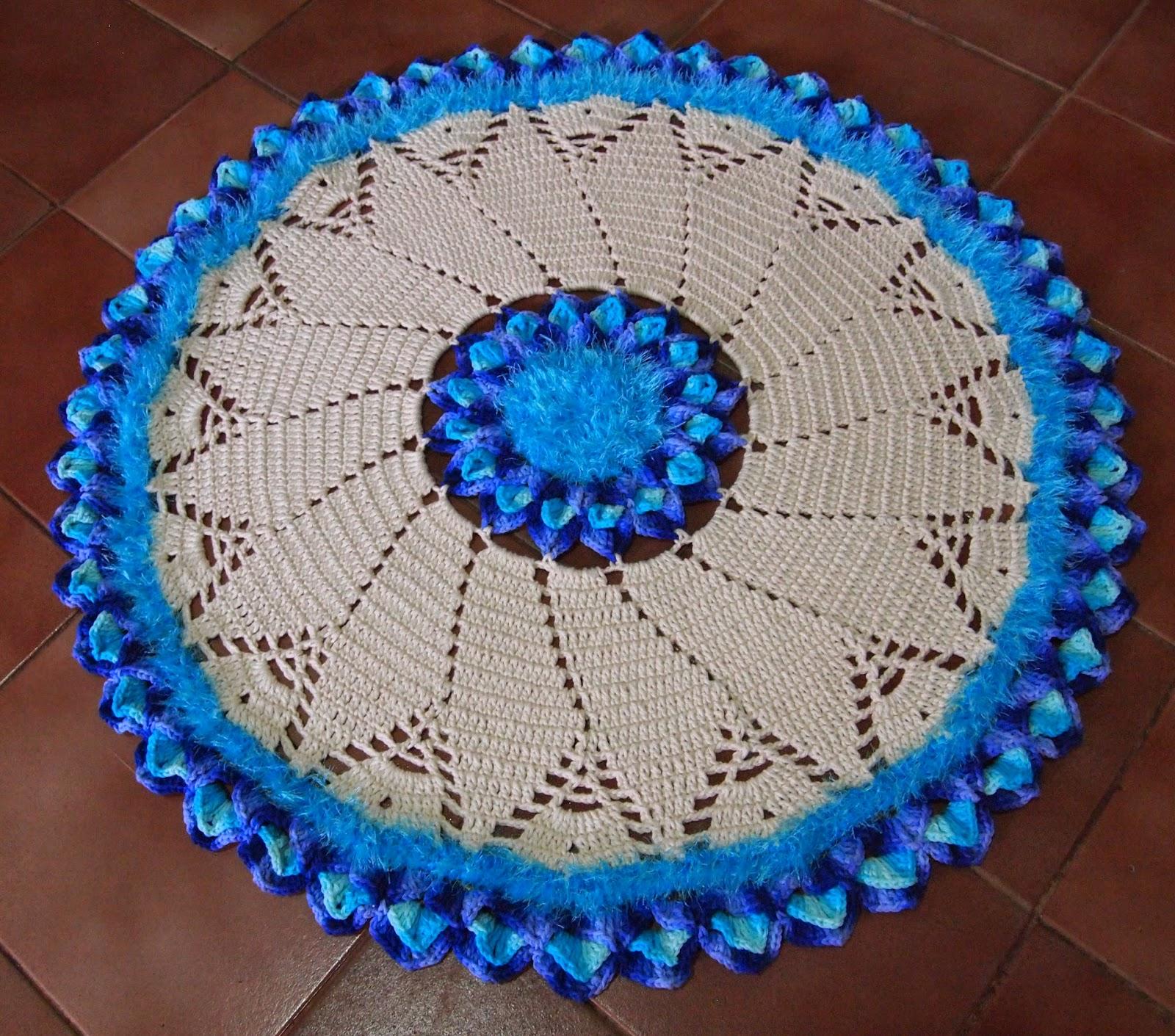 os croches da elsa tapete redondo cru e tons de azul