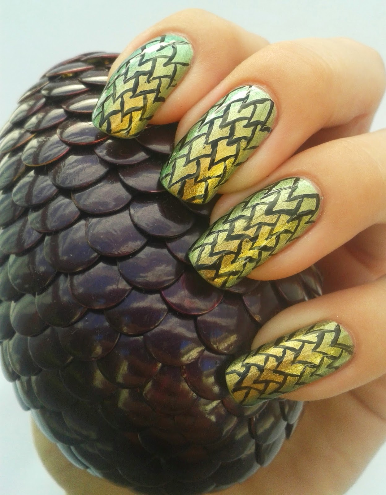 PrettyLittlePolish : Game of Thrones Dragon Scale Nail Art