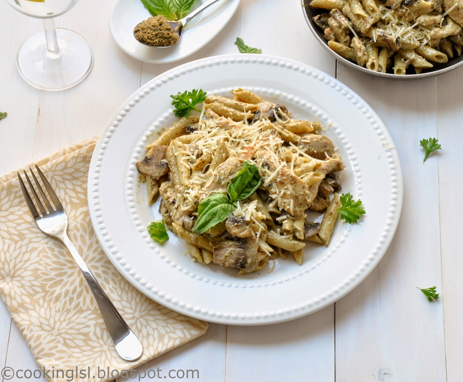 penne-alfredo-pasta-chicken-with-mushrooms-pesto-sauce