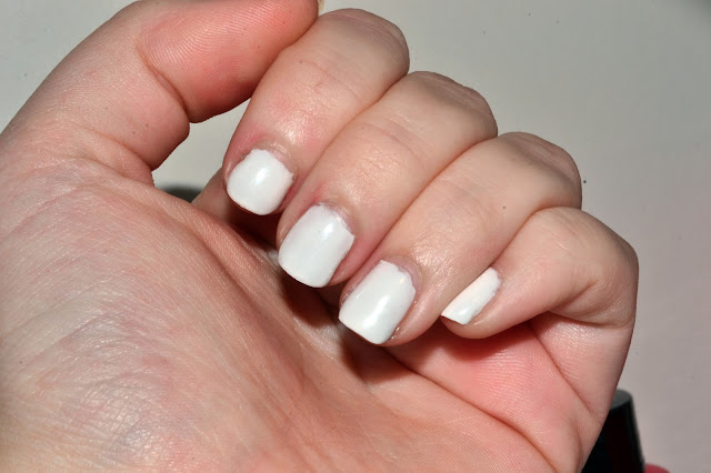 WHite Gellac Nails by Elins Nails