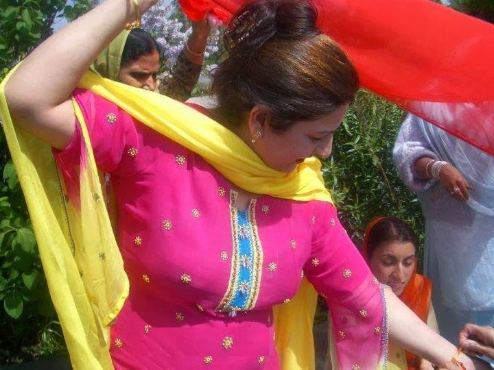 Pakistani Hot Aunties Facebook