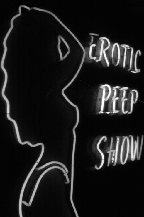 photo, erotic peep show, neon light, enseigne au non, &#169; dominique houcmant