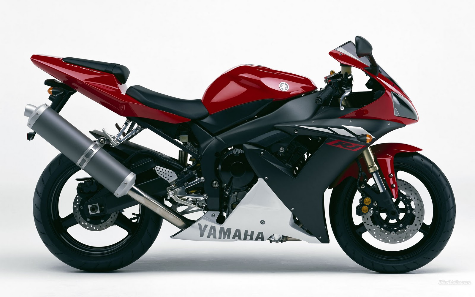 Everyday superbikes edsbk yamaha r1 for 01 yamaha r1