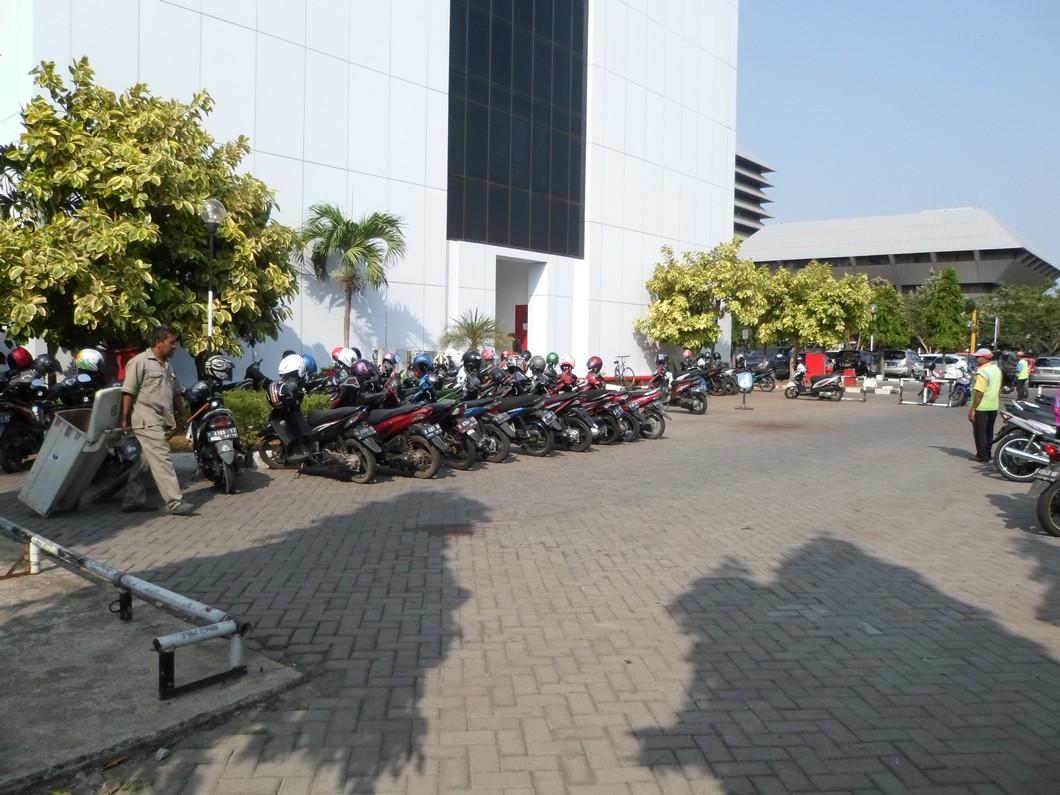 Desain Cafe Outdoor dengan Branding Perusahaan - Desain Interior Semarang