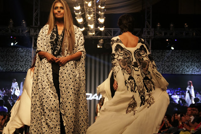 Sana Safinaz presented a monochrome collection
