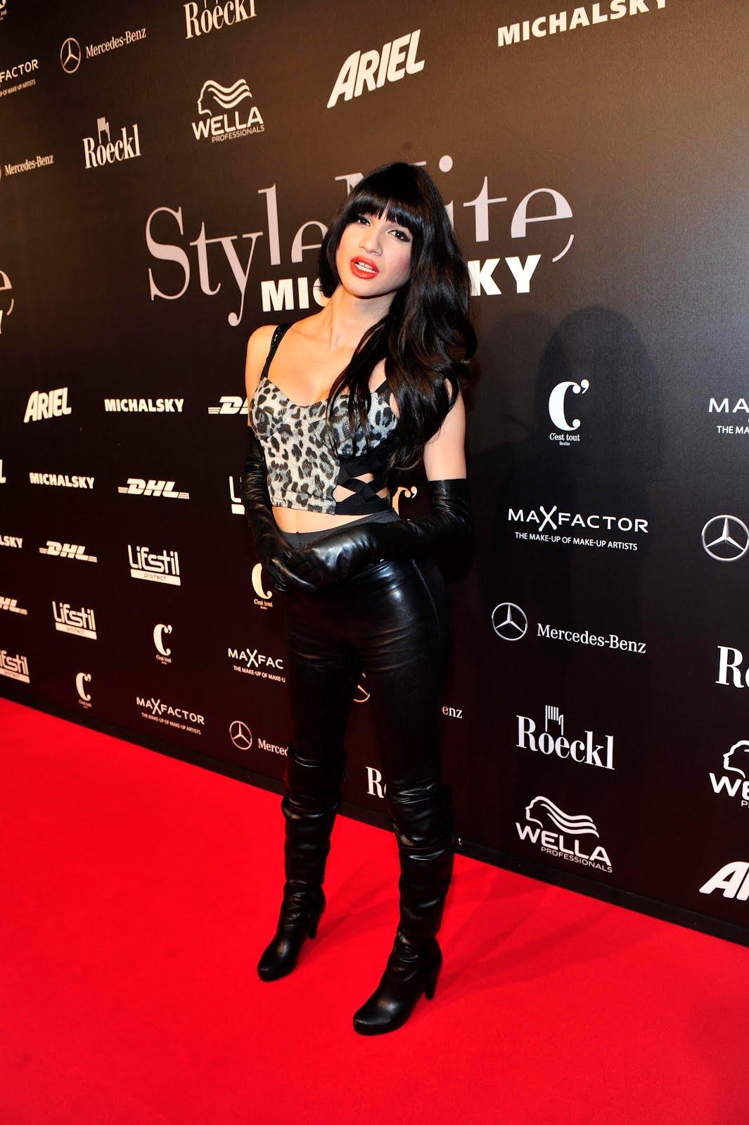 http://4.bp.blogspot.com/-VbuRjDlvvK8/TyeUtcYh55I/AAAAAAAADF4/kkeGMeW6JDc/s1600/Nomi_Ruiz_05.jpg