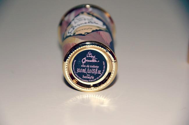 Benefit So hooked on Carmella Eau de Toilette. Benefit perfume. Benefit perfume review.