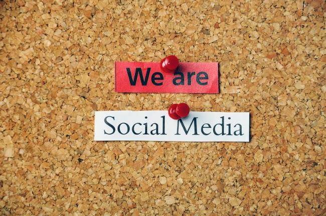 noi suntem social media