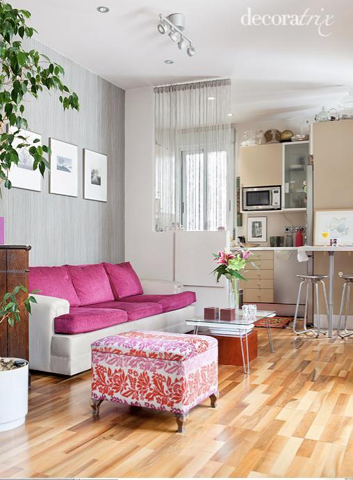 Separar espacios con medio muro y cortinas de hilo - Separar cocina de salon ...