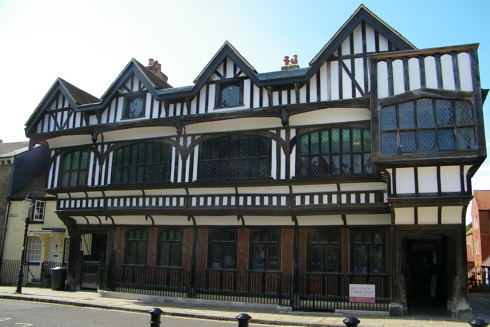 Loyalty binds me tudor house southampton for Tudor house