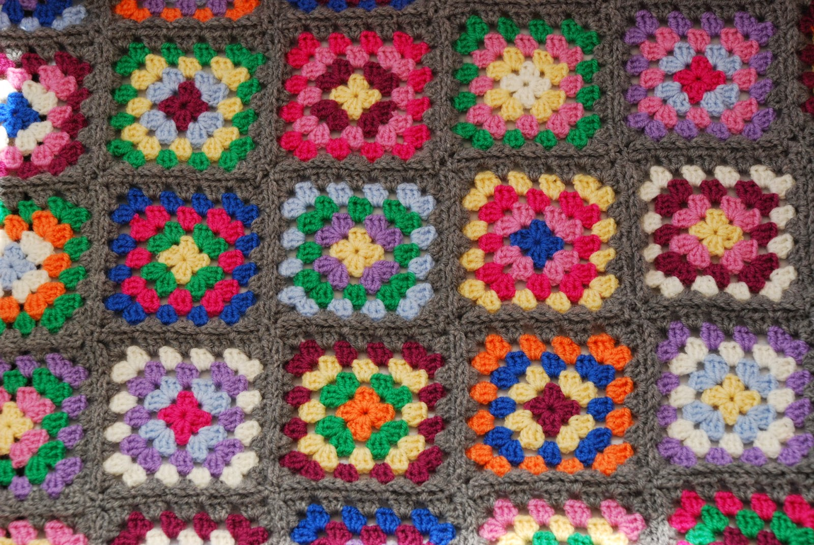 granny square pattern tutorial image of granny squares