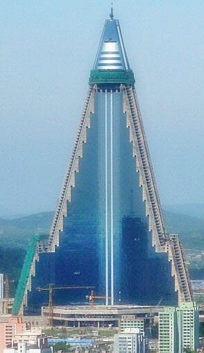 Lotte Hotel - صفحة 3 30-Ryugyong-Pyramid-Hotel-Pyongyang-North-Korea-
