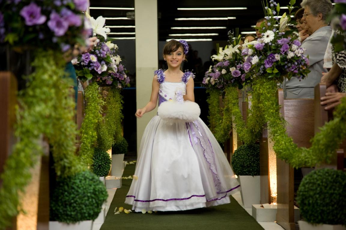 branco tradicional em cerimonias e gostam das cores lilás e roxo aqui