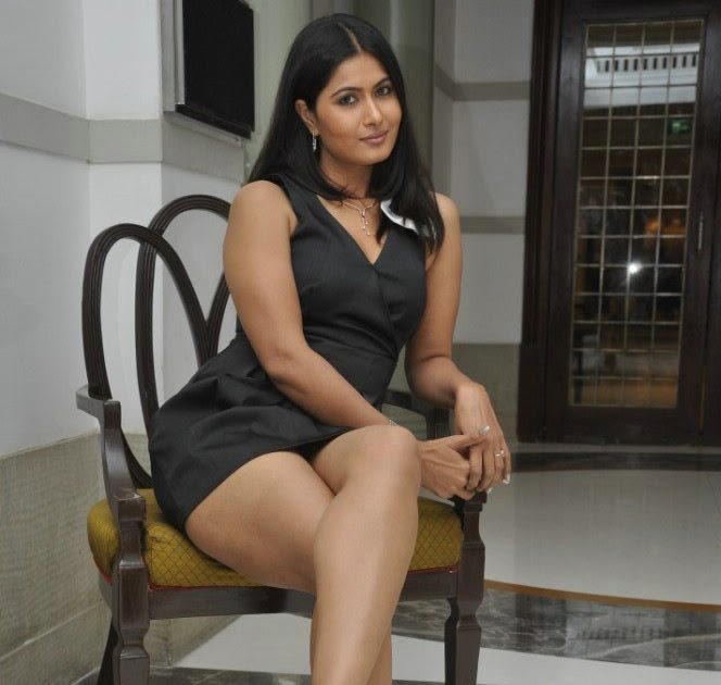 Divya Dwivedi thick thighs and cute cleavage show - Wallpaper Hot ...