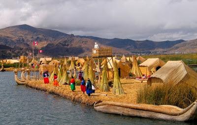 Isla flotante de los Uros Perú