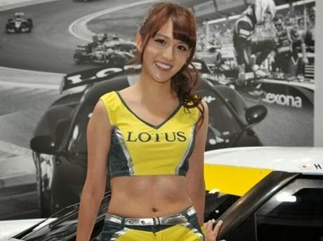 10 Wanita Seksi dan Cantik di Ajang Tokyo Auto Salon 2015