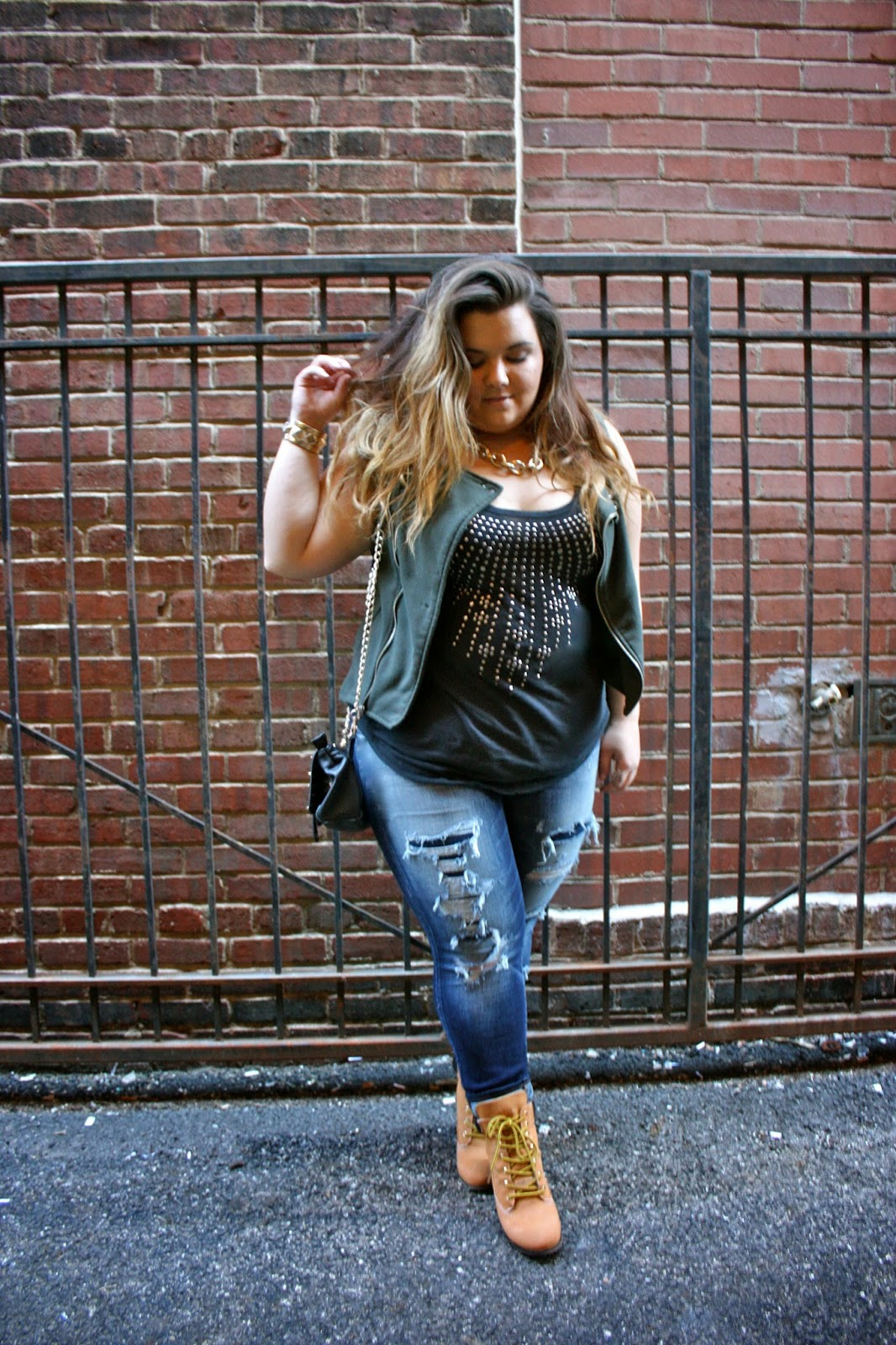 timberlands, curvy girl, thick chicks, plus size fashion, plus size fashion blogger, fashion blogger, destroyed denim, American Eagle, Ripped jeans, studs, gold chain, Natalie Craig, Natalie in the city, rock & candy shoes, timberland heels, fat fashion, curvy, chicago, alley photography