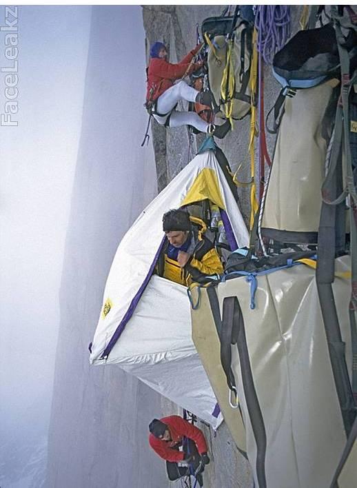 Ekstrim Berkemah Di Atas Tebing Karang Vertikal