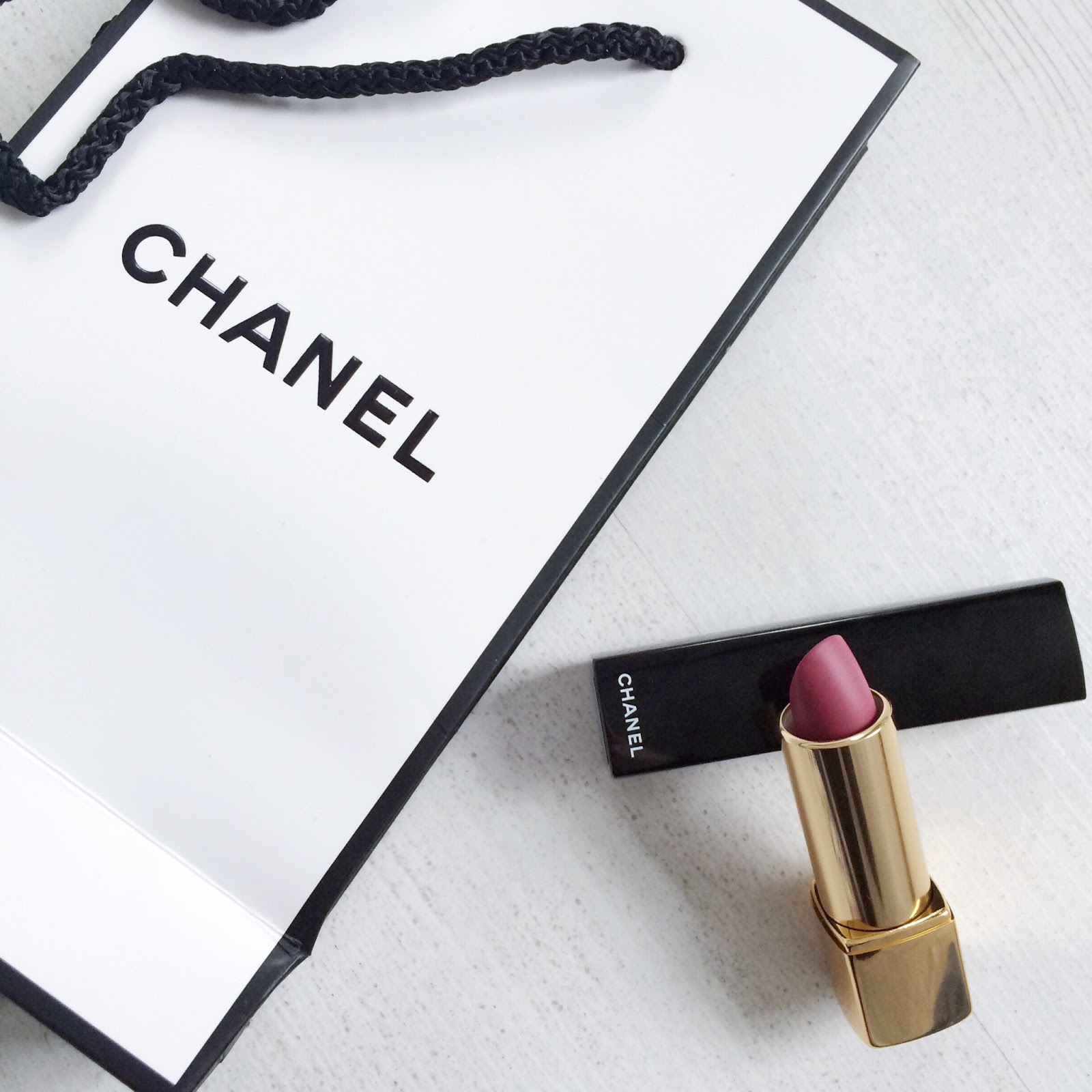 Chanel Rouge Allure Velvet L'Amoureuse