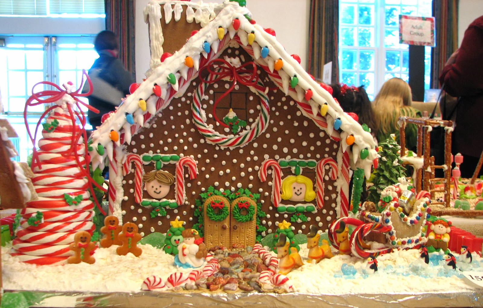 Decorating Gingerbread House Workshop